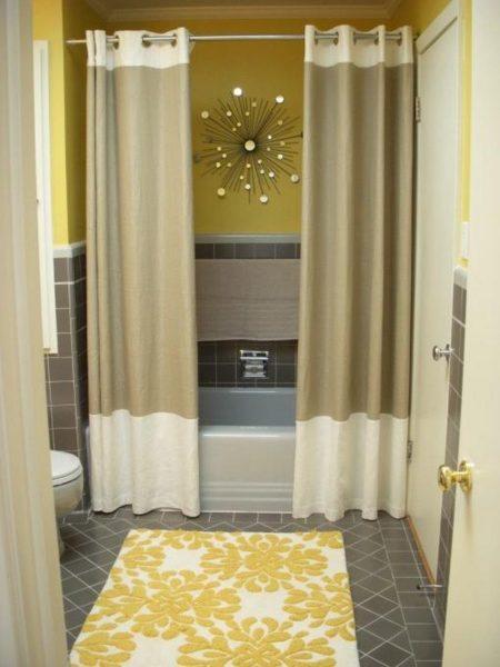 Желтый декор для бежевой ванной