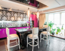 декор окна на кухне розовая кухня