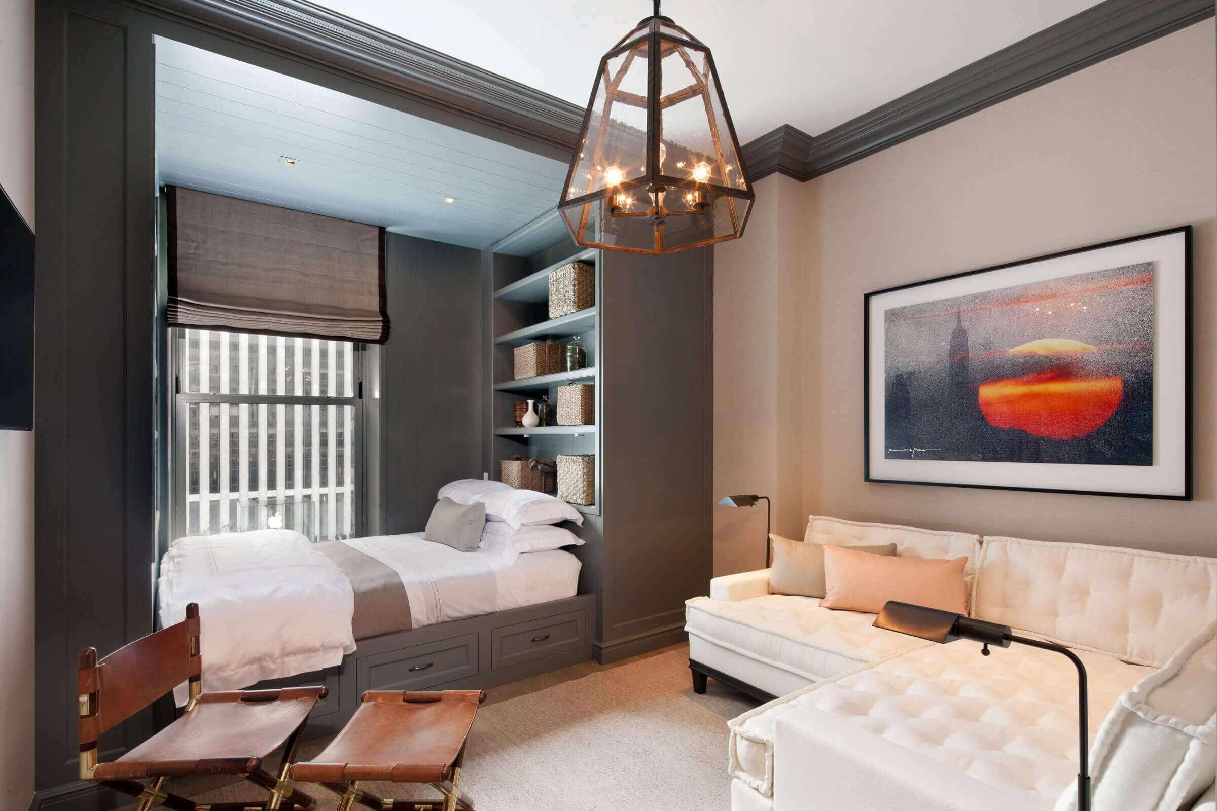 идея яркого дизайна спальни 15 кв.м