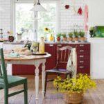 пример красивого декора красной кухни фото