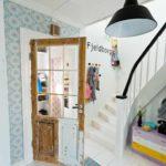 вариант светлого декора коридора в частном доме картинка
