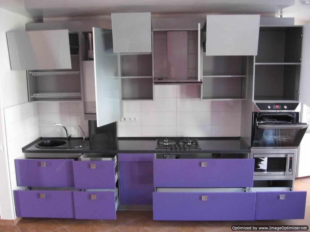 идея яркого стиля кухни с газовым котлом