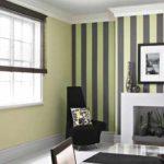 пример светлого дизайна обоев для гостиной картинка
