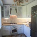 идея светлого интерьера кухни с газовым котлом фото