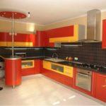 вариант необычного интерьера красной кухни фото
