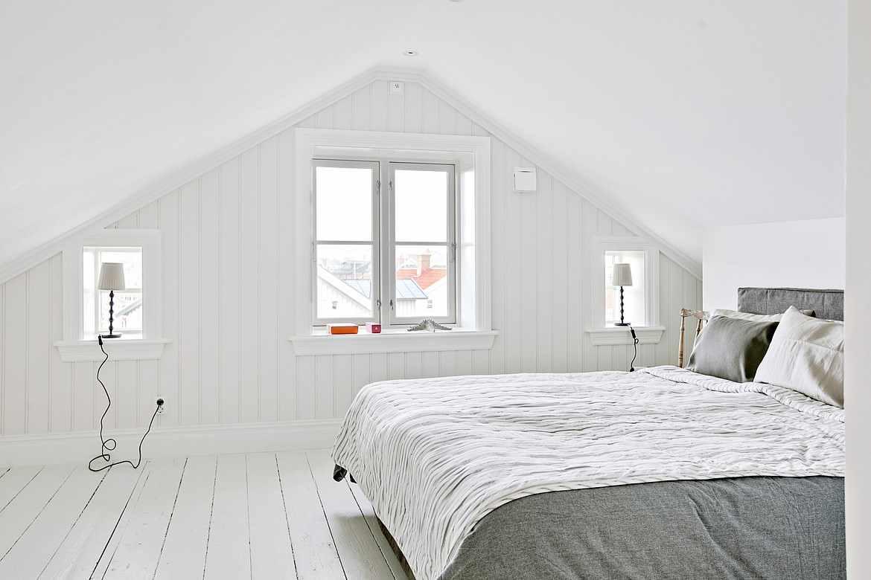 вариант необычного стиля спальной комнаты в мансарде