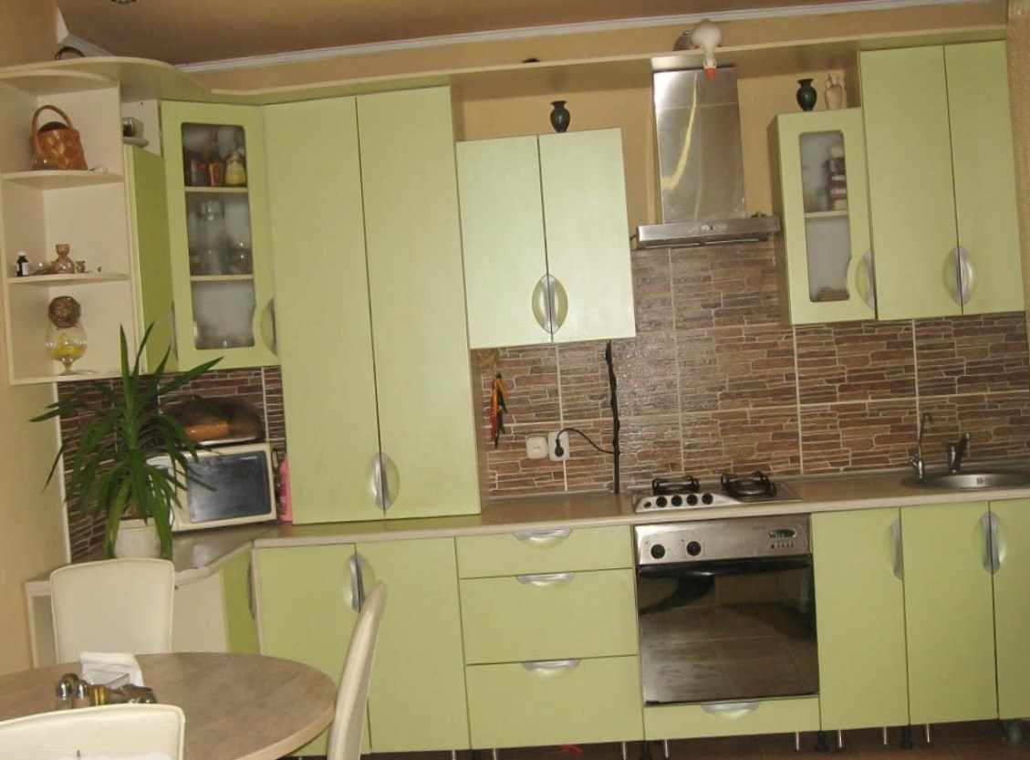 пример необычного дизайна кухни с газовым котлом