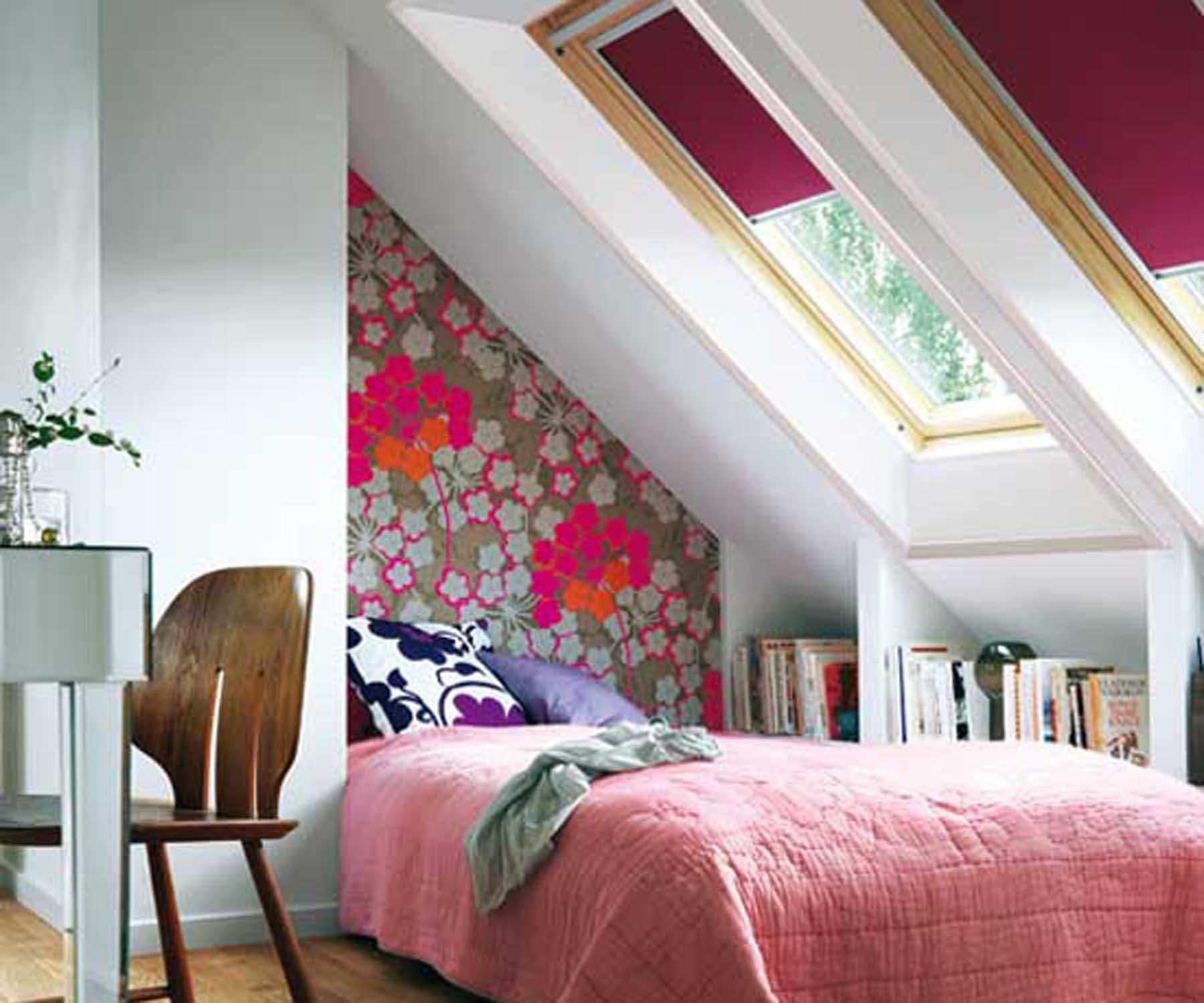 идея красивого интерьера спальни в мансарде