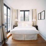 идея необычного декора спальной комнаты в хрущевке фото