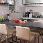 идея светлого интерьера кухни картинка