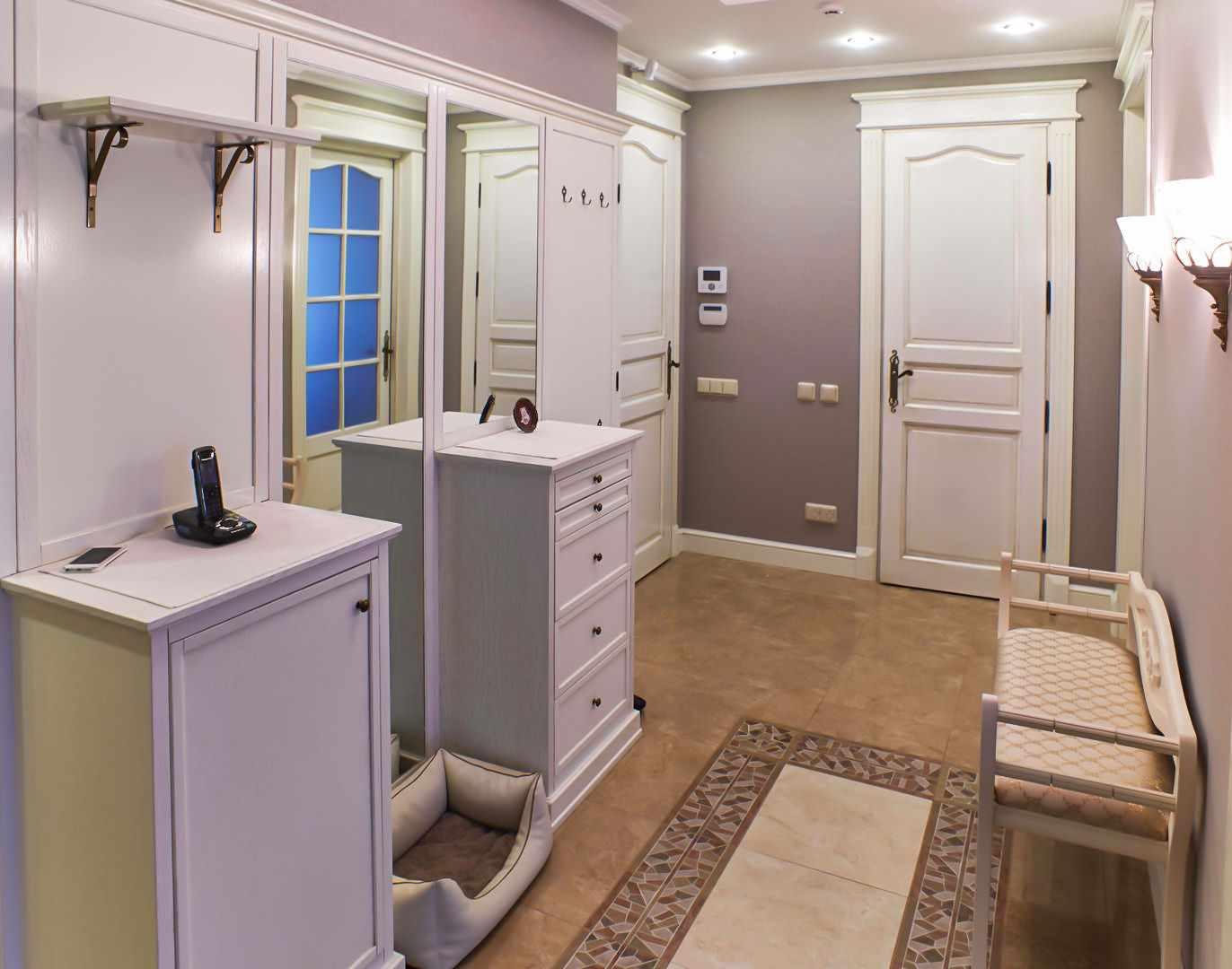 вариант светлого стиля прихожей комнаты