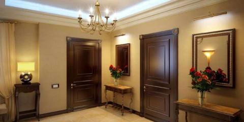 пример светлого интерьера коридора в частном доме картинка