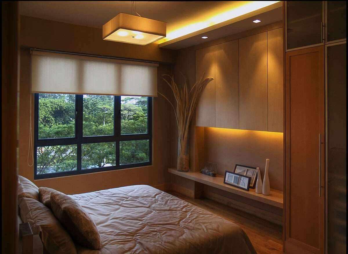 вариант яркого интерьера спальной комнаты 15 кв.м