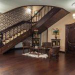 пример яркого дизайна коридора в частном доме фото