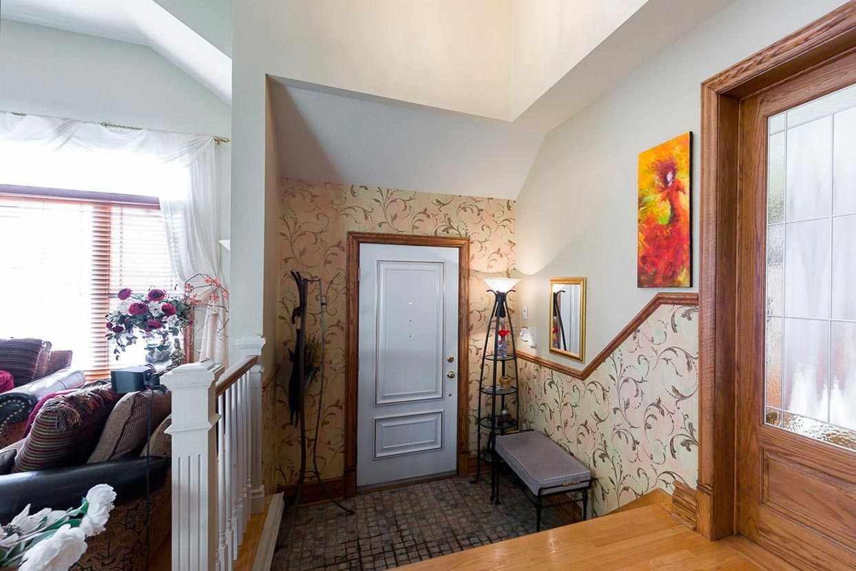 идея красивого интерьера прихожей комнаты в частном доме