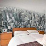 пример яркого декора спальной комнаты фото