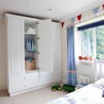 идея светлого декора детской комнаты фото