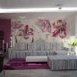 пример необычного декора обоев для гостиной картинка