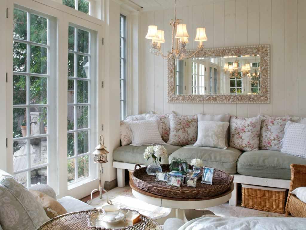 пример светлого интерьера прованс в гостиной комнате