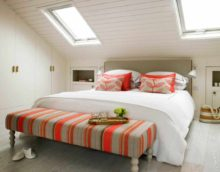 пример красивого стиля спальни в мансарде картинка