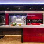 вариант красивого дизайна красной кухни картинка