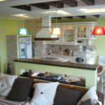 пример яркого декора кухни гостиной 16 кв.м картинка