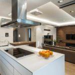 пример яркого интерьера кухни гостиной 16 кв.м фото