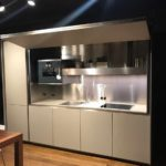 пример необычного стиля кухни гостиной 16 кв.м картинка