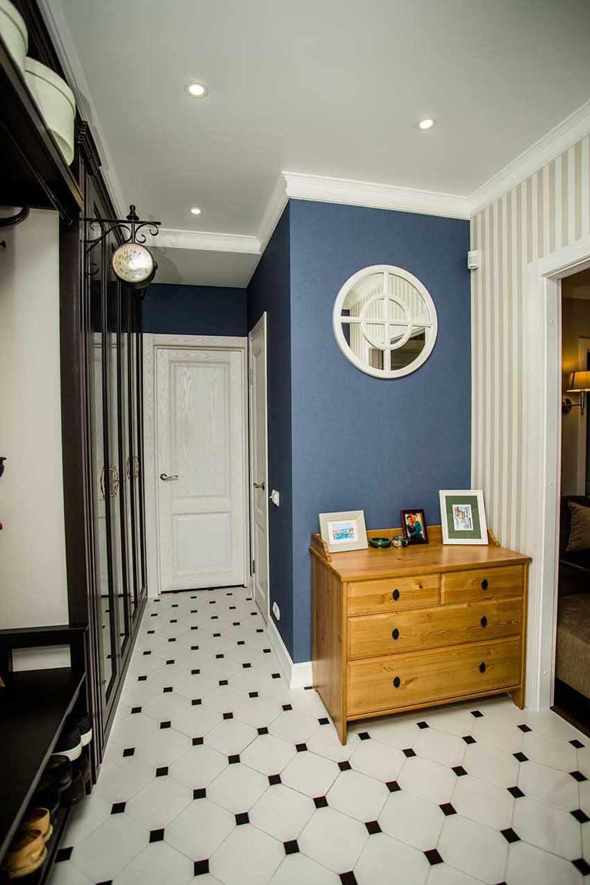 вариант необычного интерьера прихожей комнаты
