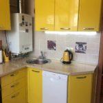 пример яркого стиля кухни с газовым котлом картинка