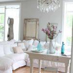 пример необычного декора прованс в гостиной комнате фото