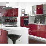 идея красивого дизайна красной кухни картинка