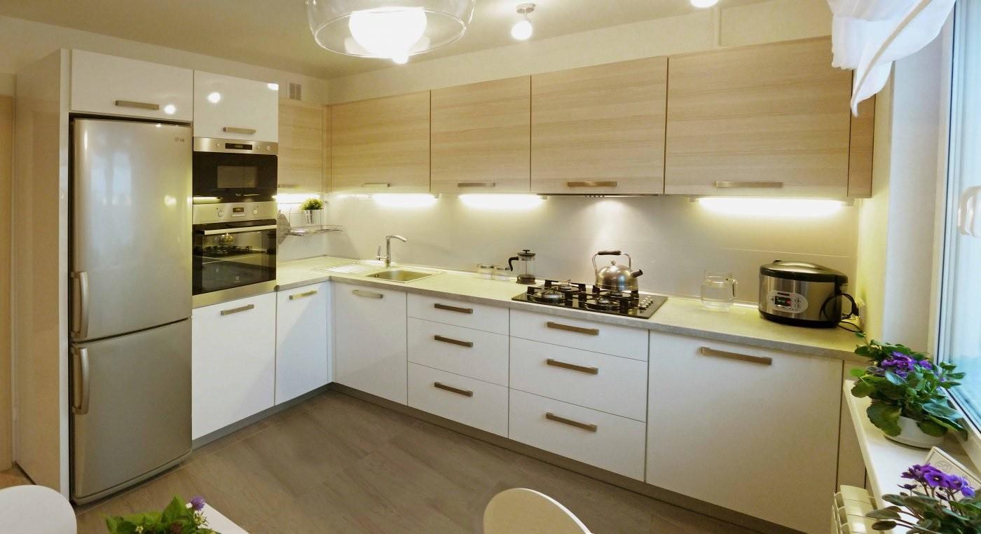 вариант красивого интерьера угловой кухни