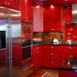 идея яркого интерьера красной кухни картинка