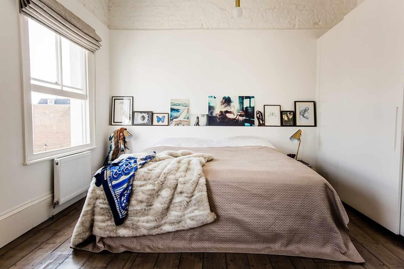 пример необычного интерьера спальной комнаты в хрущевке