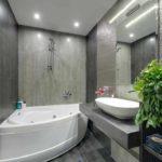 пример красивого дизайна ванной комнаты с угловой ванной фото