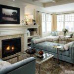 вариант использования красивого декора гостиной комнаты с камином фото
