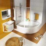 пример необычного дизайна ванной комнаты с угловой ванной фото
