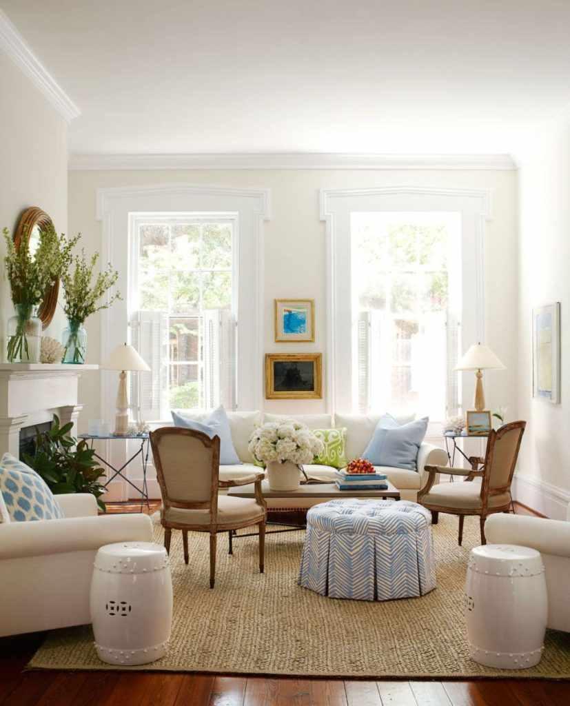 пример яркого стиля гостиной комнаты 25 кв.м