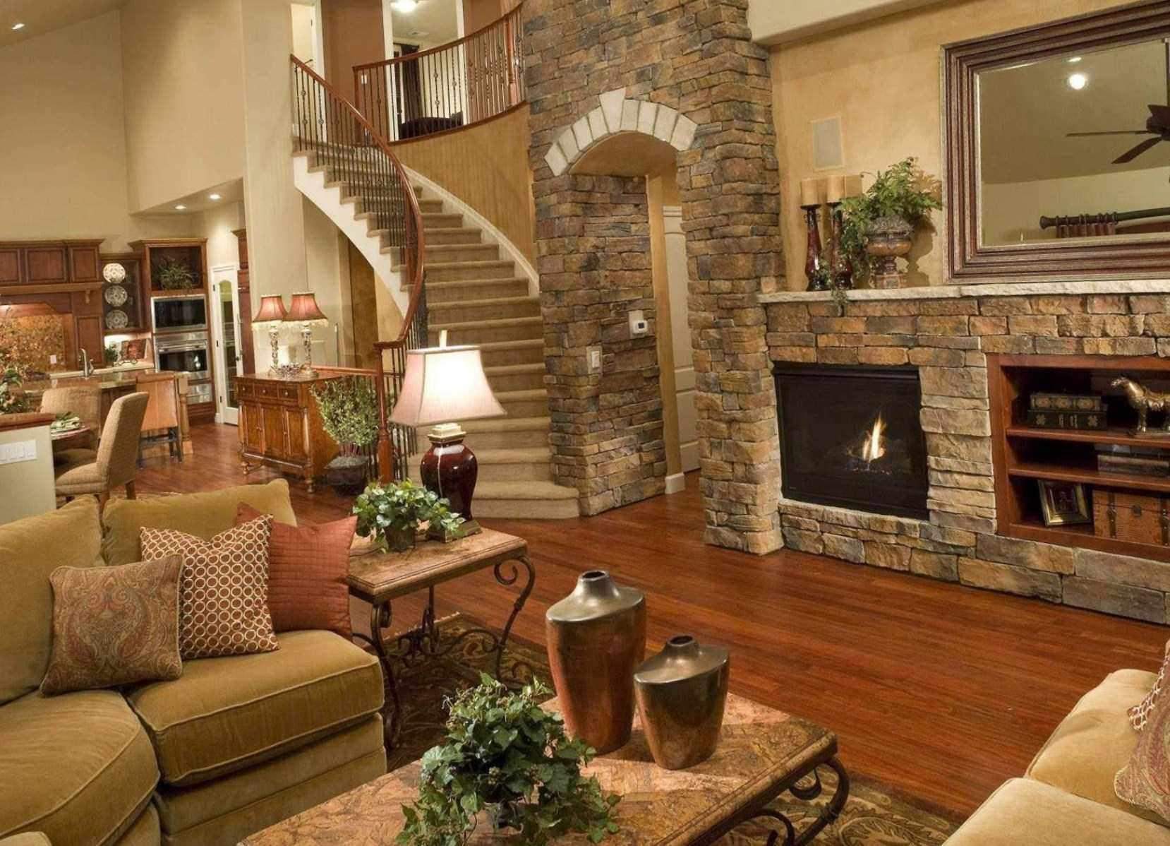 пример применения необычного дизайна гостиной комнаты с камином