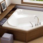 идея светлого стиля ванной комнаты с угловой ванной фото