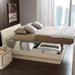 пример яркого стиля гостиной комнаты 17 кв.м фото