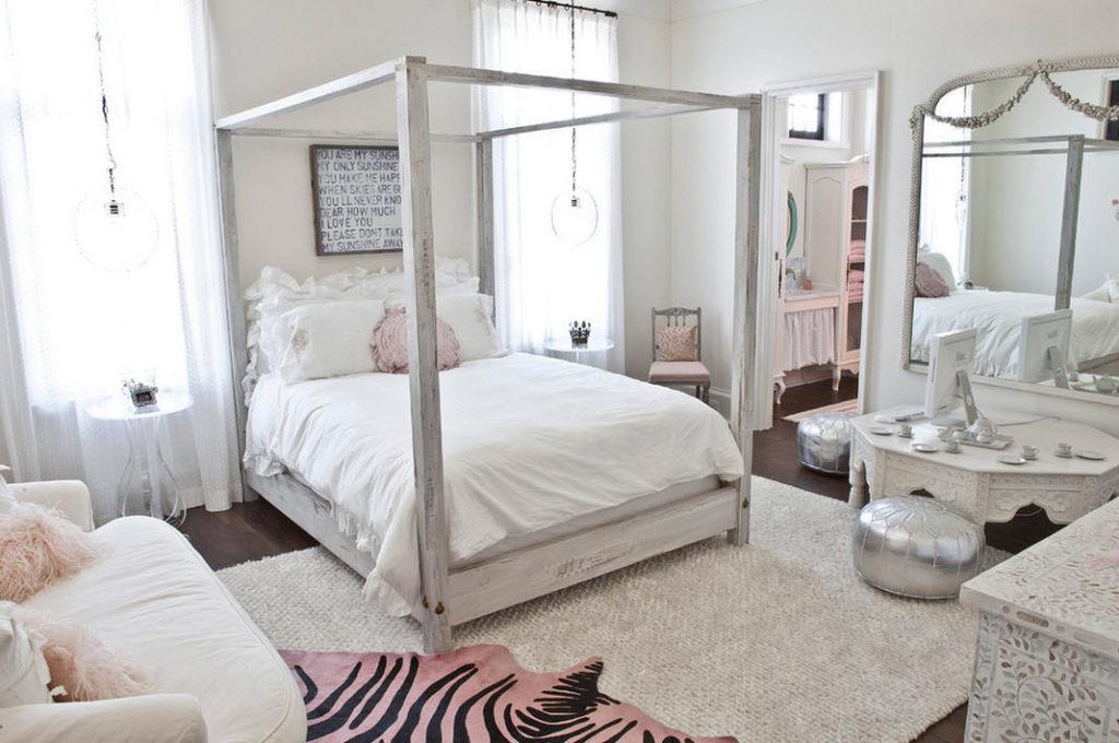 Интерьер спальни современной девушки в белом цвете