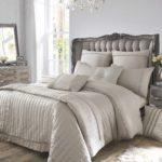 дизайн спальни кровать белого цвета