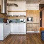 Белый цвет в интерьере кухни индустриального стиля