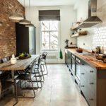Интерьер вытянутой кухни в стиле лофт