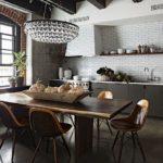Стеклянная люстра на кухне в стиле лофт
