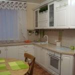Шкафы для хранения кухонных принадлежностей под подоконником