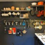 Открытая система хранения кухонных принадлежностей