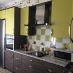 Кухонный гарнитур с фасадами из ламинированной ДСП